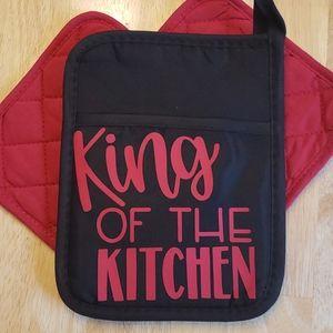 """Pocket pot holder set. Red & Black """" King """""""